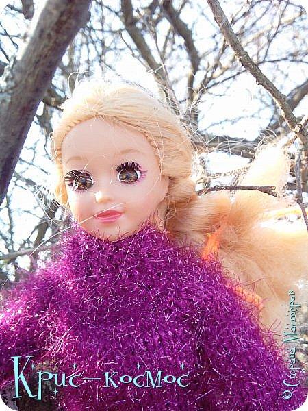 Привет, СМ! Вот я вышла на прогулку и прихватила с собой Алису. На нее связала платье-свитер по МК Мирабелы.  Давайте посмотрим.  фото 11