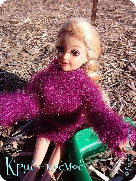 Привет, СМ! Вот я вышла на прогулку и прихватила с собой Алису. На нее связала платье-свитер по МК Мирабелы.  Давайте посмотрим.  фото 18