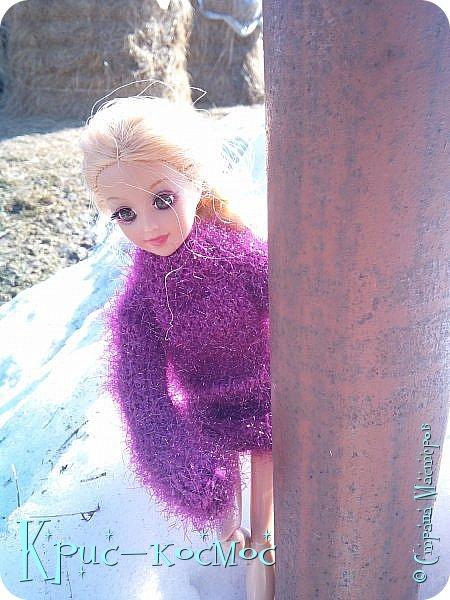 Привет, СМ! Вот я вышла на прогулку и прихватила с собой Алису. На нее связала платье-свитер по МК Мирабелы.  Давайте посмотрим.  фото 21