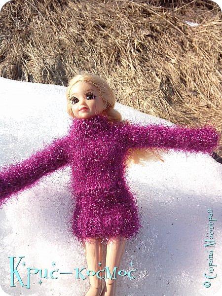 Привет, СМ! Вот я вышла на прогулку и прихватила с собой Алису. На нее связала платье-свитер по МК Мирабелы.  Давайте посмотрим.  фото 25