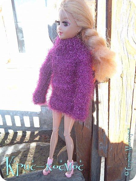 Привет, СМ! Вот я вышла на прогулку и прихватила с собой Алису. На нее связала платье-свитер по МК Мирабелы.  Давайте посмотрим.  фото 27