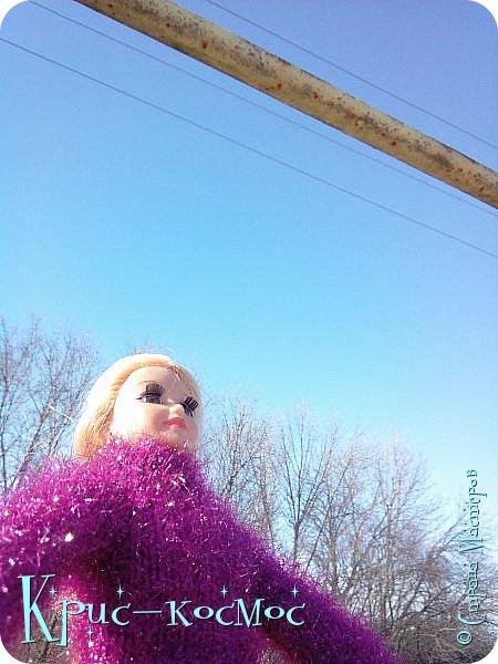 Привет, СМ! Вот я вышла на прогулку и прихватила с собой Алису. На нее связала платье-свитер по МК Мирабелы.  Давайте посмотрим.  фото 28