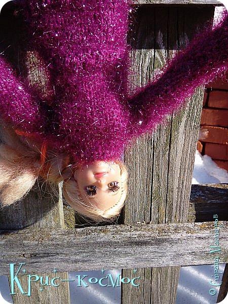 Привет, СМ! Вот я вышла на прогулку и прихватила с собой Алису. На нее связала платье-свитер по МК Мирабелы.  Давайте посмотрим.  фото 29
