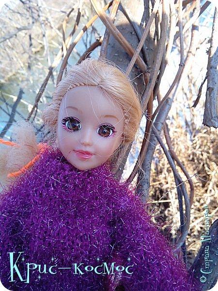 Привет, СМ! Вот я вышла на прогулку и прихватила с собой Алису. На нее связала платье-свитер по МК Мирабелы.  Давайте посмотрим.  фото 33