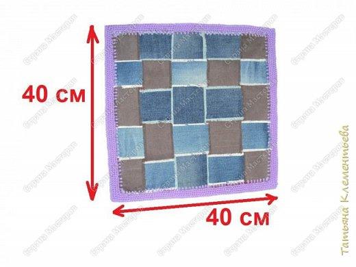 Накопилось много старых, изношенных джинсов.  Выбросить было жаль, решила сделать коврик для стула. Идею увидела в интернете, правда сделала по-своему. Технология проста. Разрезаем старые джинсы на полоски 7 х 40 см, Переплетаем простым плетением и кладём на тканевую основу 37 х 37 см. Примётываем  и обвязываем пряжей при помощи вязального крючка. Как обвязать ткань крючком можно посмотреть у пользователя Светланы Реймер  http://stranamasterov.ru/node/794627?c=popular_inf_858%2C451  фото 8