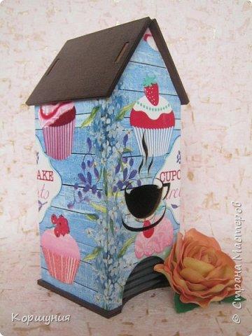Всем привет.Очередное перевоплощение домика для чайных пакетиков. фото 1