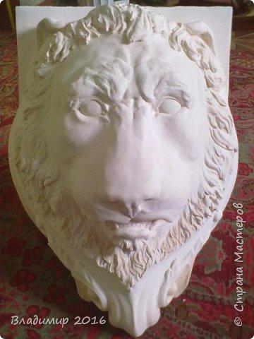 Лев на камин