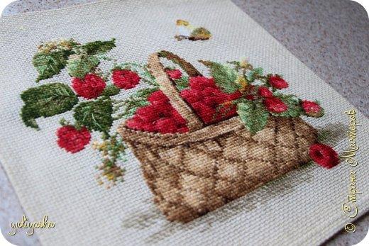 Малина в лукошке... 30 на 30, ткань лён, нитки шерсть.... фото 1