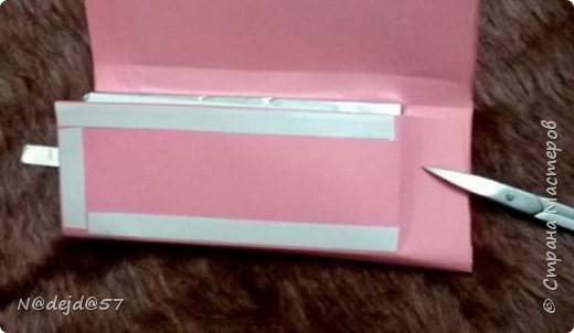"""Приветствую  всех  жителей  нашей Страны мастеров!  Как обещала, здесь я покажу как делаю упаковочку для шоколадок в мягкой  бумажной упаковке.  Как украшать и чем  можно посмотреть здесь:  http://stranamasterov.ru/node/1084936#comment-14603330 Все  сейчас делают подарки к предстоящему великому празднику ПАСХА.  Вот я решила сделать такой наряд для """"Аленки""""... к Пасхе..... Эта первая такая """"Аленка"""" можно сказать экспериментальный экземпляр.  Спешу поделится, чтобы вы тоже успели сделать  вместе с детьми такой подарок к ПАСХЕ. фото 19"""