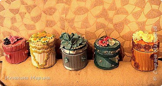 Здравствуйте, мои дорогие соседи по СМ!!!! Спешу похвалиться своими очередными поделочками-шкатулочками с цветами из фома.А хорошо ли получилось судить вам!!! Материал-фом,косая бейка,полубусины,тесьма и картон от скотча. фото 1