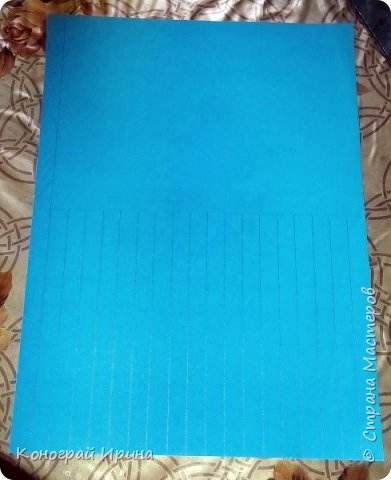 Для поделки нам понадобились: цветная двухсторонняя бумага, клей, ножницы, цветные маркеры. фото 2