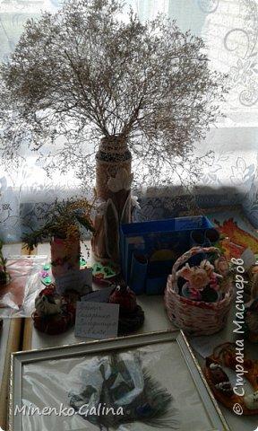 В нашем городе сейчас проходит эковыставка Но вначале ребята начальных классов провели свою выставку работ в школе. Здесь представлена часть работ, т.к. я спохватилась фотографировать, когда часть работ уже была упакована для поездки на городскую выставку. Виноградные гроздья из фисташек. фото 13