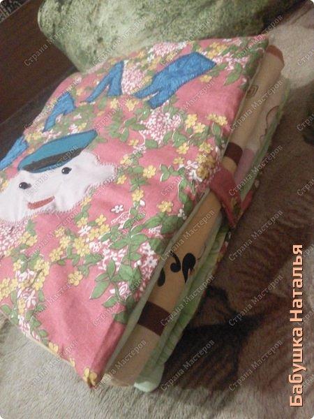 Книжка- подушка-развивашка,32*32см... фото 1