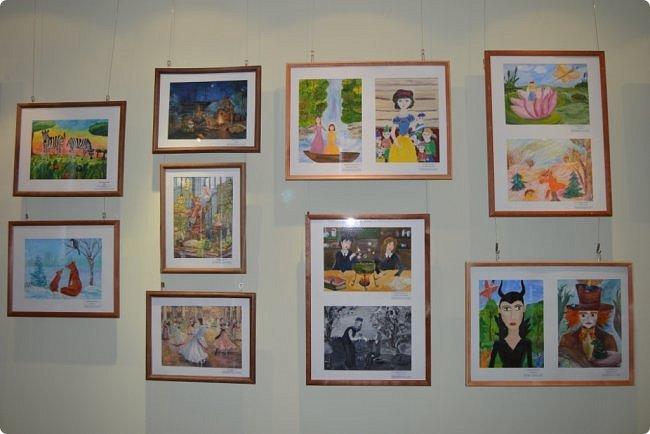 """Здравствуйте, дорогие друзья! Я к вам с очередным фотоотчётом)) Приглашаю вас на отчётную выставку творческих работ учащихся отделения """"Изобразительное искусство"""" нашей детской школы искусств. Детское изобразительное творчество - это откровение и чистота... Потому что искренне, честно, пусть наивно, не всегда по правилам искусства, зато по правилам жизни: бескорыстно, справедливо и правдиво.  На выставке представлено около двухсот работ учащихся школы искусств, выполненные за последние два года. фото 8"""