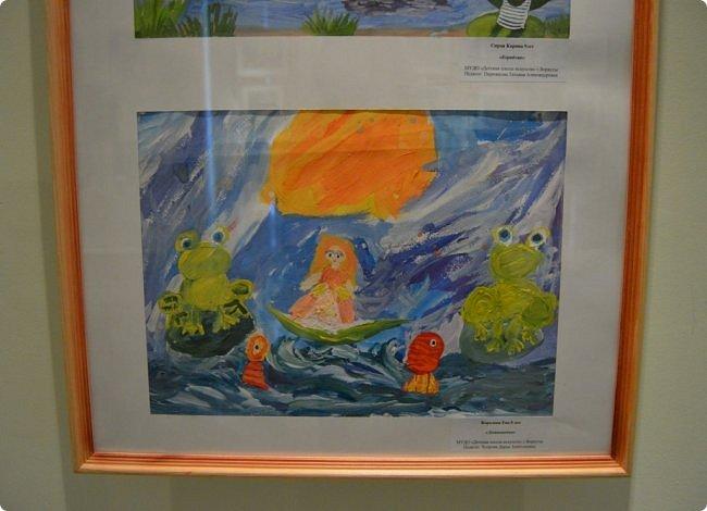 """Здравствуйте, дорогие друзья! Я к вам с очередным фотоотчётом)) Приглашаю вас на отчётную выставку творческих работ учащихся отделения """"Изобразительное искусство"""" нашей детской школы искусств. Детское изобразительное творчество - это откровение и чистота... Потому что искренне, честно, пусть наивно, не всегда по правилам искусства, зато по правилам жизни: бескорыстно, справедливо и правдиво.  На выставке представлено около двухсот работ учащихся школы искусств, выполненные за последние два года. фото 18"""