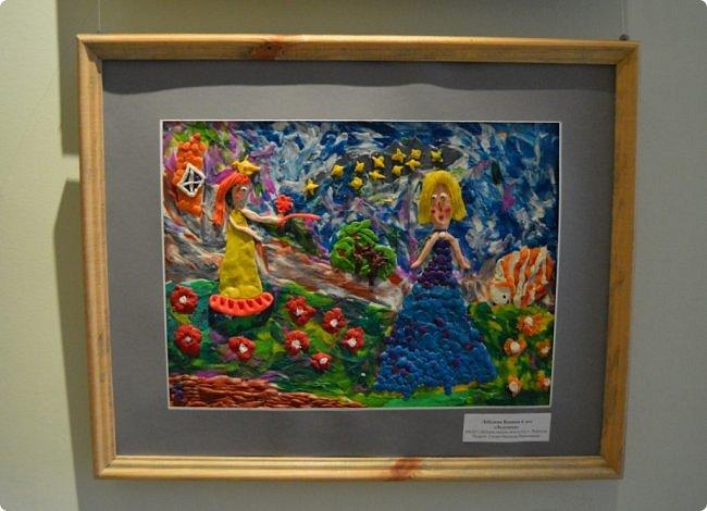 """Здравствуйте, дорогие друзья! Я к вам с очередным фотоотчётом)) Приглашаю вас на отчётную выставку творческих работ учащихся отделения """"Изобразительное искусство"""" нашей детской школы искусств. Детское изобразительное творчество - это откровение и чистота... Потому что искренне, честно, пусть наивно, не всегда по правилам искусства, зато по правилам жизни: бескорыстно, справедливо и правдиво.  На выставке представлено около двухсот работ учащихся школы искусств, выполненные за последние два года. фото 31"""
