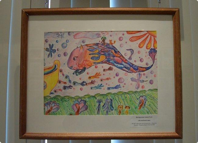 """Здравствуйте, дорогие друзья! Я к вам с очередным фотоотчётом)) Приглашаю вас на отчётную выставку творческих работ учащихся отделения """"Изобразительное искусство"""" нашей детской школы искусств. Детское изобразительное творчество - это откровение и чистота... Потому что искренне, честно, пусть наивно, не всегда по правилам искусства, зато по правилам жизни: бескорыстно, справедливо и правдиво.  На выставке представлено около двухсот работ учащихся школы искусств, выполненные за последние два года. фото 40"""