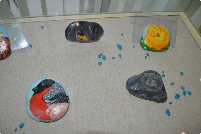 """Здравствуйте, дорогие друзья! Я к вам с очередным фотоотчётом)) Приглашаю вас на отчётную выставку творческих работ учащихся отделения """"Изобразительное искусство"""" нашей детской школы искусств. Детское изобразительное творчество - это откровение и чистота... Потому что искренне, честно, пусть наивно, не всегда по правилам искусства, зато по правилам жизни: бескорыстно, справедливо и правдиво.  На выставке представлено около двухсот работ учащихся школы искусств, выполненные за последние два года. фото 47"""