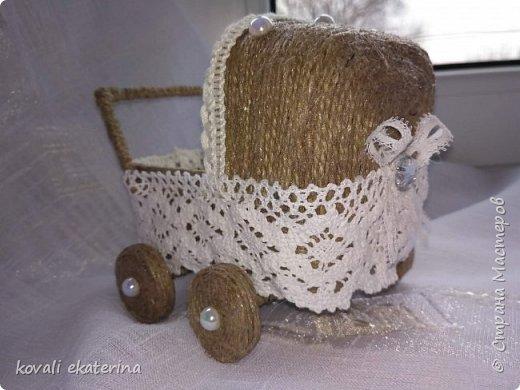 Данная колясочка была сделана для подруги,у которой недавно родилась дочурка. Пересмотрев множество колясочек,остановилась на мастер классе светланы Чайниковой http://stranamasterov.ru/node/1057370. фото 2
