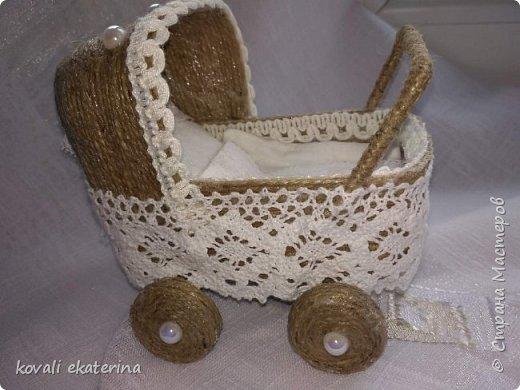 Данная колясочка была сделана для подруги,у которой недавно родилась дочурка. Пересмотрев множество колясочек,остановилась на мастер классе светланы Чайниковой http://stranamasterov.ru/node/1057370. фото 1