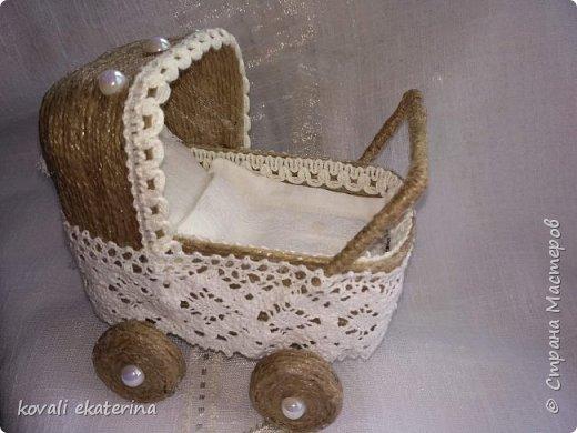 Данная колясочка была сделана для подруги,у которой недавно родилась дочурка. Пересмотрев множество колясочек,остановилась на мастер классе светланы Чайниковой http://stranamasterov.ru/node/1057370. фото 3