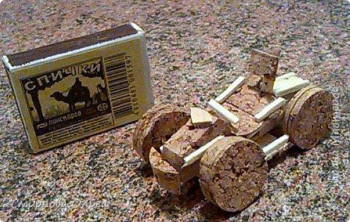 """Мой сынуля с раннего детства хорошо рисовал. С двух лет складывал Лего. Уже с 6 лет никто не нужен был, чтобы разобраться в схемах. Но вот что-то такого..., что можно самому делать, не приходилось.  Началось с того, что на урок труда учитель принёс спички и клей столярный. Немного отвлекусь... Дело в том, что уроки трудового обучения сейчас, в 7 классе...совсем не такие, как раньше. Нет станков, нет сделанных стульев...НИ ЧЕ ГО! В нашей школе даже нет кабинета труда для мальчиков. Его переоборудовали в простой учебный кабинет. И ребята , когда тепло, ходят мусор убирать, а когда холодно...., учитель выдумывает -чем бы их занять.... И всё """"за свои"""", кровные... Так вот... Сын просто """"загорелся""""...""""мама, купи спичек и клей. Я буду работать.... фото 17"""