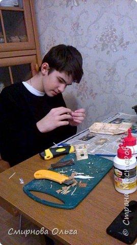 """Мой сынуля с раннего детства хорошо рисовал. С двух лет складывал Лего. Уже с 6 лет никто не нужен был, чтобы разобраться в схемах. Но вот что-то такого..., что можно самому делать, не приходилось.  Началось с того, что на урок труда учитель принёс спички и клей столярный. Немного отвлекусь... Дело в том, что уроки трудового обучения сейчас, в 7 классе...совсем не такие, как раньше. Нет станков, нет сделанных стульев...НИ ЧЕ ГО! В нашей школе даже нет кабинета труда для мальчиков. Его переоборудовали в простой учебный кабинет. И ребята , когда тепло, ходят мусор убирать, а когда холодно...., учитель выдумывает -чем бы их занять.... И всё """"за свои"""", кровные... Так вот... Сын просто """"загорелся""""...""""мама, купи спичек и клей. Я буду работать.... фото 8"""