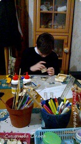 """Мой сынуля с раннего детства хорошо рисовал. С двух лет складывал Лего. Уже с 6 лет никто не нужен был, чтобы разобраться в схемах. Но вот что-то такого..., что можно самому делать, не приходилось.  Началось с того, что на урок труда учитель принёс спички и клей столярный. Немного отвлекусь... Дело в том, что уроки трудового обучения сейчас, в 7 классе...совсем не такие, как раньше. Нет станков, нет сделанных стульев...НИ ЧЕ ГО! В нашей школе даже нет кабинета труда для мальчиков. Его переоборудовали в простой учебный кабинет. И ребята , когда тепло, ходят мусор убирать, а когда холодно...., учитель выдумывает -чем бы их занять.... И всё """"за свои"""", кровные... Так вот... Сын просто """"загорелся""""...""""мама, купи спичек и клей. Я буду работать.... фото 10"""