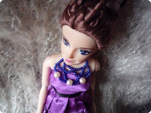 На этот раз действительно всего понемножку)))  Ну для начала... Сделала бусы для Джулии из бисера. Платье на ней покупное, потому что мало-мальски нормальную одежду я еще ей не шила. фото 2