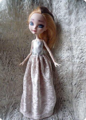 На этот раз действительно всего понемножку)))  Ну для начала... Сделала бусы для Джулии из бисера. Платье на ней покупное, потому что мало-мальски нормальную одежду я еще ей не шила. фото 6