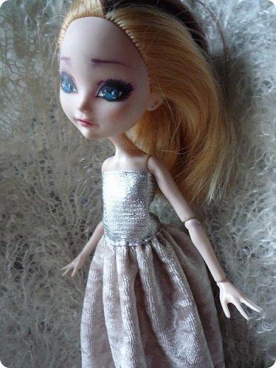 На этот раз действительно всего понемножку)))  Ну для начала... Сделала бусы для Джулии из бисера. Платье на ней покупное, потому что мало-мальски нормальную одежду я еще ей не шила. фото 7