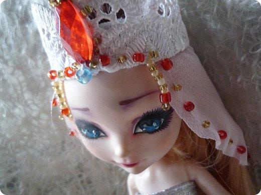 На этот раз действительно всего понемножку)))  Ну для начала... Сделала бусы для Джулии из бисера. Платье на ней покупное, потому что мало-мальски нормальную одежду я еще ей не шила. фото 9