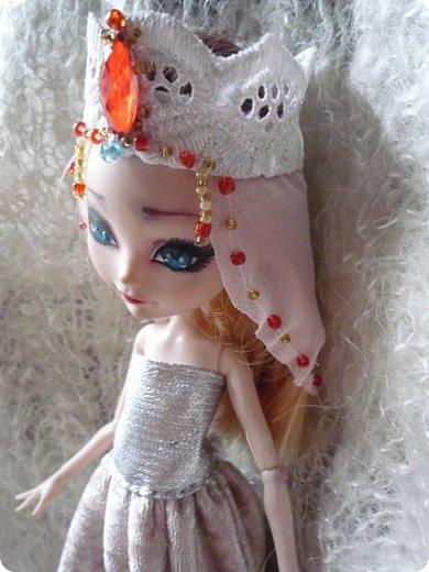 На этот раз действительно всего понемножку)))  Ну для начала... Сделала бусы для Джулии из бисера. Платье на ней покупное, потому что мало-мальски нормальную одежду я еще ей не шила. фото 10