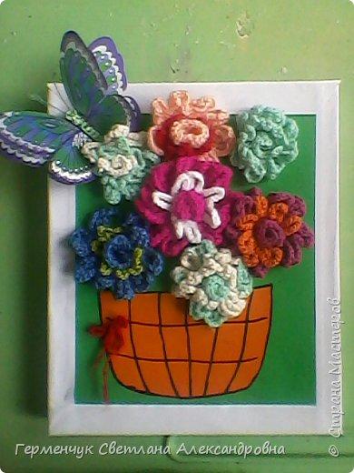 """Сакович  Евгения  учится в 4 классе и    посещает кружок вязания в нашей школе .Девочка   приготовила  на день рождения  своей маме - """"Вязаный букет"""" . Подарок   получился   радужный , яркий   весенний!!!  Молодчина ,Женя!!!  Браво!!! фото 1"""
