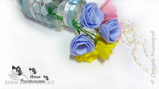 Сделала вазочку и захотела ещё сделать цветы для неё. Материалы: фетр (или вискозные салфетки), нитки, клей, проволока, бисер, гофрированная бумага. фото 2