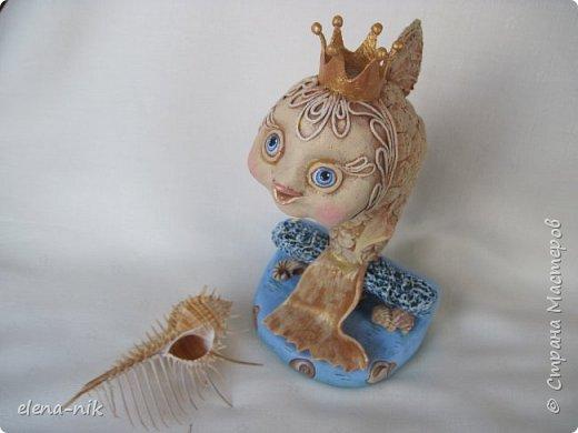 Быстренько загадывайте желание, закрывайте глаза и ждите... Сколько ждать, Вам скажет Золотая рыбка.     Золотых рыбок в СМ множество. Посмотрите и мой вариант. Картинку нашла на просторах интернета, но моя получилась совсем не похожей на ту, с которой делала свою. Благодарю Марину Павленко    meribesi за идею оформления лица рыбки пейп-артом. фото 2