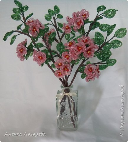 Ветки цветущей яблони из бисера