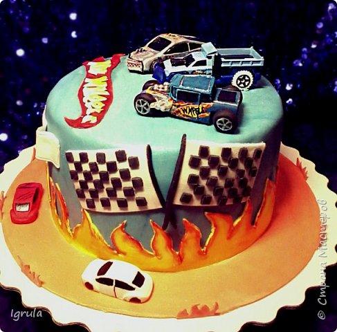 Всем добра и хорошего настроения. Сегодня делюсь с Вами фото тортов, которые были сделаны мной для мужчин. Надеюсь этот пост окажется для Вас полезным и интересным. Итак первым хочу показать тортик, приготовленный для мужа и его коллег на день рождения любимого. Когда я спросила его о том, какой тортик он хотел бы. Муж отшутился. Сказал, что лучший торт- это кастрюля с пельменями. Ну я и сделала торт в виде кастрюльки любимых им пельмешек  фото 4