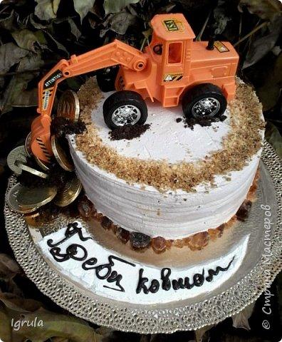 Всем добра и хорошего настроения. Сегодня делюсь с Вами фото тортов, которые были сделаны мной для мужчин. Надеюсь этот пост окажется для Вас полезным и интересным. Итак первым хочу показать тортик, приготовленный для мужа и его коллег на день рождения любимого. Когда я спросила его о том, какой тортик он хотел бы. Муж отшутился. Сказал, что лучший торт- это кастрюля с пельменями. Ну я и сделала торт в виде кастрюльки любимых им пельмешек  фото 9