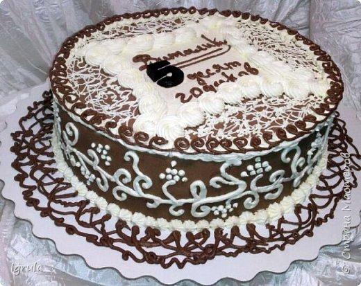 Всем добра и хорошего настроения. Сегодня делюсь с Вами фото тортов, которые были сделаны мной для мужчин. Надеюсь этот пост окажется для Вас полезным и интересным. Итак первым хочу показать тортик, приготовленный для мужа и его коллег на день рождения любимого. Когда я спросила его о том, какой тортик он хотел бы. Муж отшутился. Сказал, что лучший торт- это кастрюля с пельменями. Ну я и сделала торт в виде кастрюльки любимых им пельмешек  фото 7