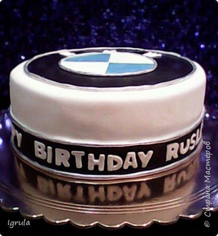 Всем добра и хорошего настроения. Сегодня делюсь с Вами фото тортов, которые были сделаны мной для мужчин. Надеюсь этот пост окажется для Вас полезным и интересным. Итак первым хочу показать тортик, приготовленный для мужа и его коллег на день рождения любимого. Когда я спросила его о том, какой тортик он хотел бы. Муж отшутился. Сказал, что лучший торт- это кастрюля с пельменями. Ну я и сделала торт в виде кастрюльки любимых им пельмешек  фото 14
