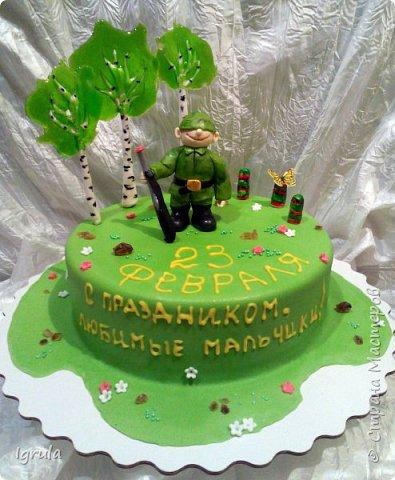 Всем добра и хорошего настроения. Сегодня делюсь с Вами фото тортов, которые были сделаны мной для мужчин. Надеюсь этот пост окажется для Вас полезным и интересным. Итак первым хочу показать тортик, приготовленный для мужа и его коллег на день рождения любимого. Когда я спросила его о том, какой тортик он хотел бы. Муж отшутился. Сказал, что лучший торт- это кастрюля с пельменями. Ну я и сделала торт в виде кастрюльки любимых им пельмешек  фото 18