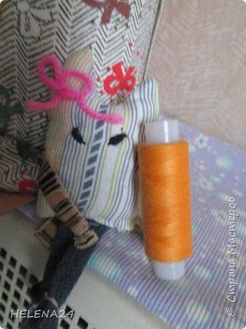 """Здравствуйте все зашедшие на огонёк,сегодня я опять с  нашим,  с Катей совместным творением.Когда сделали шкатулку """"верблюда"""" ребёнок заявил,что следующей работой будет шкатулка кошка .....Но ребёнку нужен органайзер ,а этот http://stranamasterov.ru/node/1077484 в квартире ,везти его на дачу не имеет смысла ,но тут опять дитё хочу как твоя """"Муська"""".это мой органайзер  кому интересно он тут http://stranamasterov.ru/node/756422 Но я понимаю,что ребёнку такого плана штука не нужна,ей бы карандашей да фломастеров побольше напихать .Так пришла идейка трёх котят,вот у кого поросята,а у нас котята .Начнём. фото 25"""