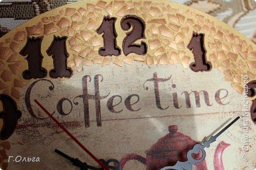 """Здравствуйте, дорогие гости и жители страны мастеров! Хочу показать вам вот такие кухонные часы """"Coffe Time"""". Для создания таких часов мне понадобилось: 1.Деревянная заготовка; 2.Часовой механизм со стрелками; 3.Салфетка и клей для декупажа; 4.Краски: слоновая кость, неаполитанская желтая, умбра, бронза. 5.В качестве мозаики - яичная скорлупа 6. И конечно хорошее настроение и стремление творить.....   фото 3"""
