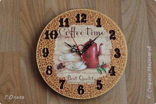 """Здравствуйте, дорогие гости и жители страны мастеров! Хочу показать вам вот такие кухонные часы """"Coffe Time"""". Для создания таких часов мне понадобилось: 1.Деревянная заготовка; 2.Часовой механизм со стрелками; 3.Салфетка и клей для декупажа; 4.Краски: слоновая кость, неаполитанская желтая, умбра, бронза. 5.В качестве мозаики - яичная скорлупа 6. И конечно хорошее настроение и стремление творить.....   фото 1"""