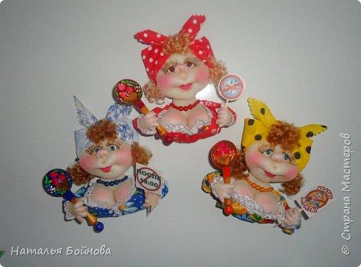 Маленькие текстильные куколки - ограничитель доступа к холодильнику) Размер кукол 10 на 12 см фото 5