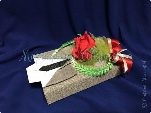Доброго времени суток, уважаемые жители Страны Мастеров! Даже самый простой презент - шоколадка- может стать оригинальным и запоминающимся подарком! Джентльмены - оформление шоколада. В цветочках спрятаны конфетки. фото 5
