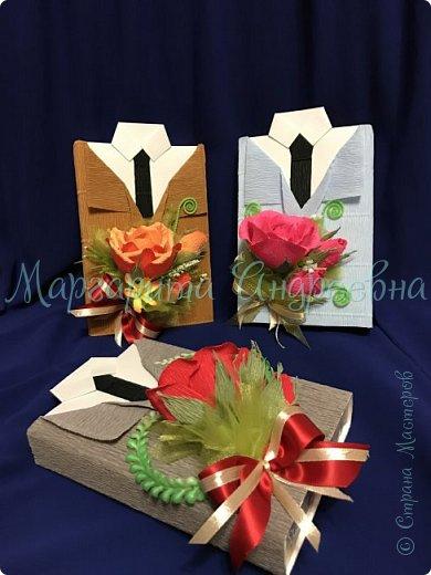 Доброго времени суток, уважаемые жители Страны Мастеров! Даже самый простой презент - шоколадка- может стать оригинальным и запоминающимся подарком! Джентльмены - оформление шоколада. В цветочках спрятаны конфетки. фото 4
