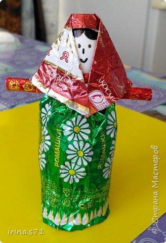 Вот пришла идея в преддверии пасхи сделать с ребятами корзиночки, в которые можно будет положить крашеные яички. А так же можно и по другим поводам использовать, например, положить конфет и подарить на день рождения, на 8 марта и др. фото 18