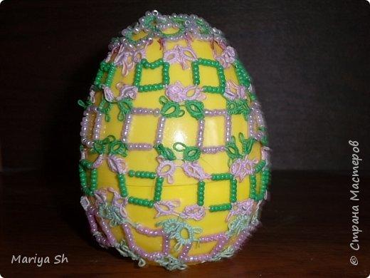 Здесь представлены несколько пасхальных яиц, украшенных техникой фриволите. фото 3